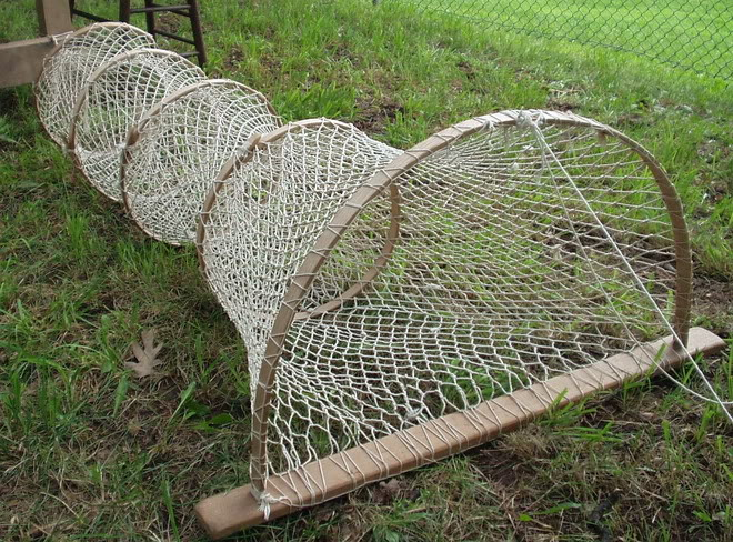 Dec s american eel research project larger and earlier for Fish trap net
